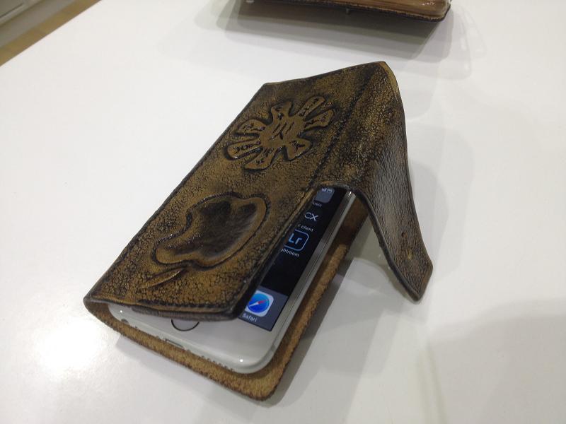 Розетка - ръчно гравиран кожен калъф от Рейхан Халид