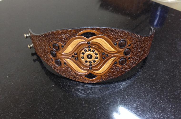гравирана-кожена-гривна-келтски-орнаменти